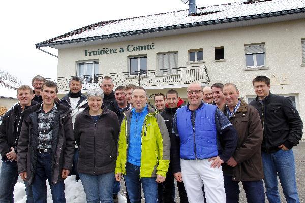 Les sociétaires d'Arc-sous-Cicon emmenés par leur Président, Pascal Nicod (premier rang à gauche) et Paul Michel, vice-président chargé des travaux (au centre, blouson fluo). (Photo © CIGC/Petit)