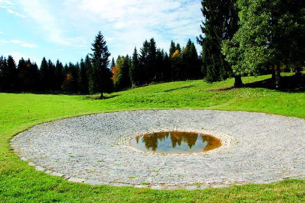 Unique en Franche-Comté, la lavogne des Fontenelles servait autrefois de point d'eau au bétail. (Photo © CIGC/Petit)