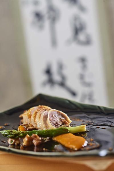 poulet_de_bresse_farci_au_comte_shiitake_et_tofu-cigc_image_et_associes_v2.jpg